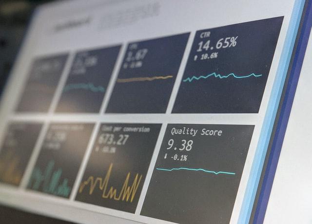投資するパソコン画面